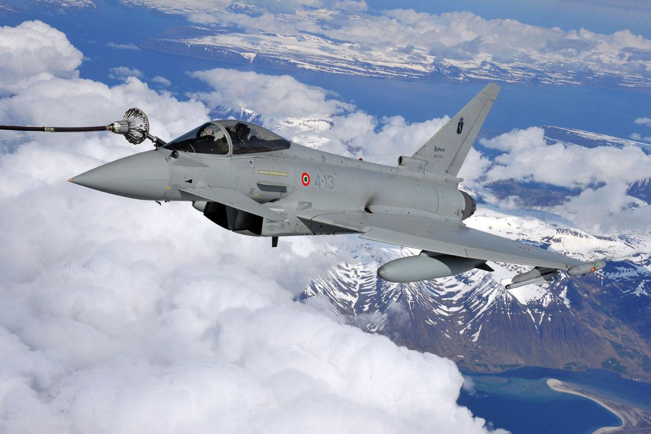 Aereo Da Caccia Efa : Un aereo perde il contatto radio due caccia eurofighter lo