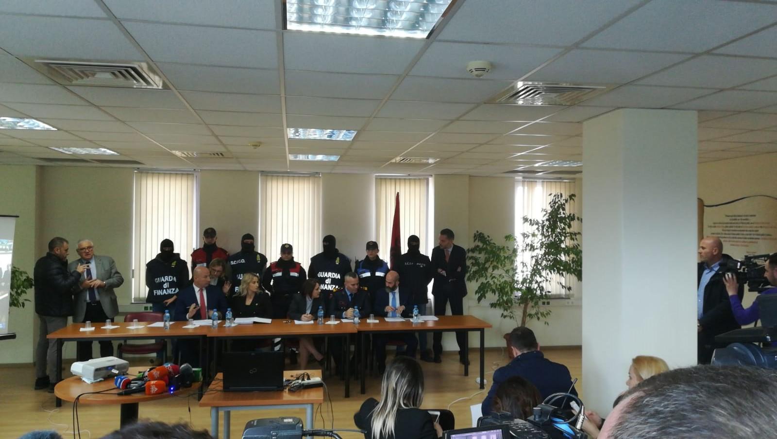 a255148f13 Traffico di droga, smantellata dalla Guardia di Finanza una rete  italo-albanese. Arrestate 27 persone - Report Difesa