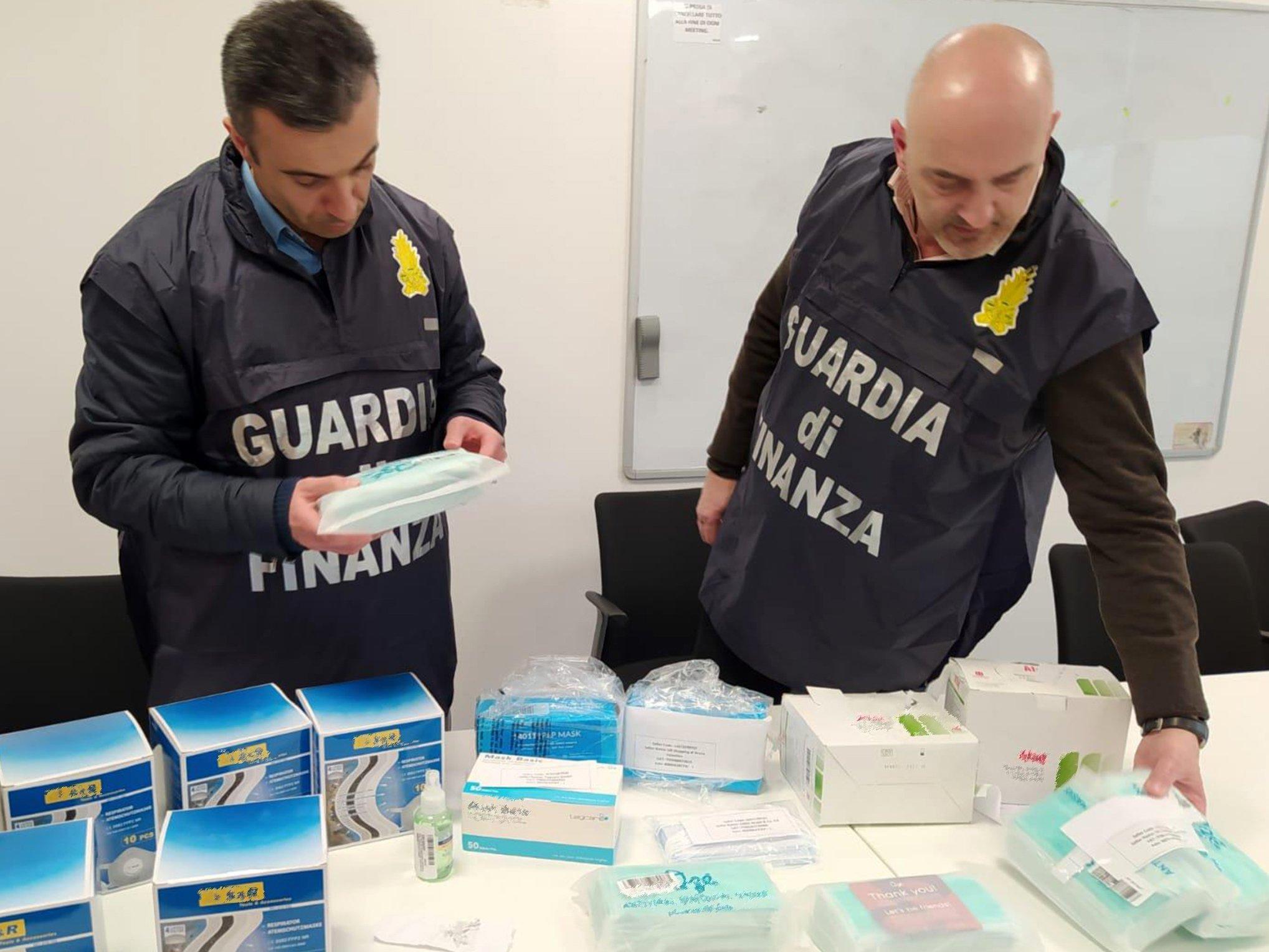 Negozi Tappeti Napoli E Provincia guardia di finanza: emergenza coronavirus, controlli a